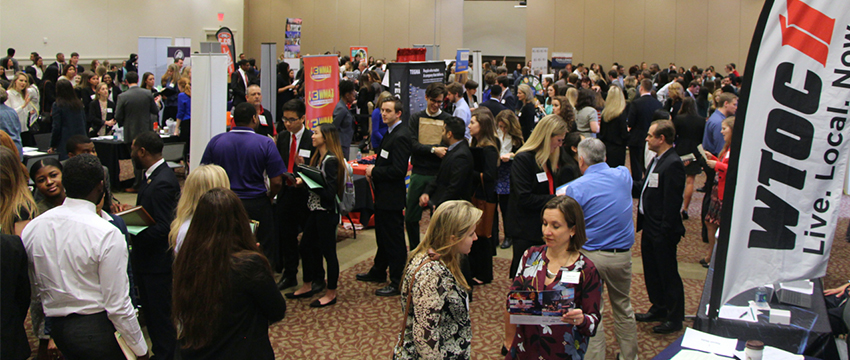 Hundreds of students and alumni network with employers on 2017 Journalism and Mass Communication Career Day