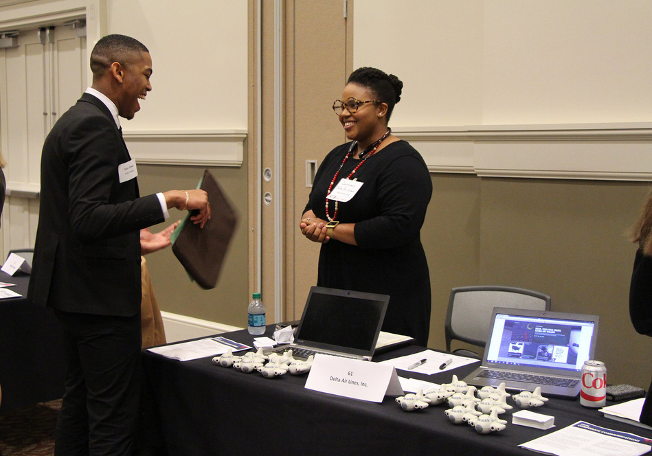 Hundreds of students and alumni network with employers on