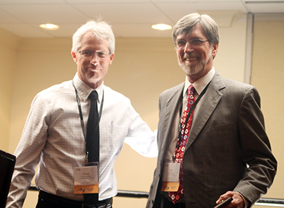 Lee Becker (right) at the acceptance ceremony for the Paul J. Deutschmann Award for Excellence in Research from the AEJMC in 2013.